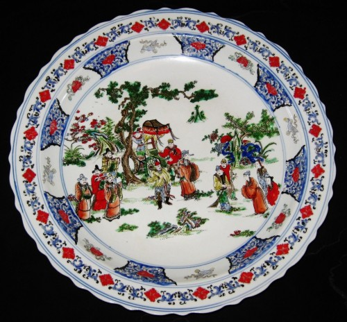 ANTIQUE CHINESE PORCELAIN CHARGER...