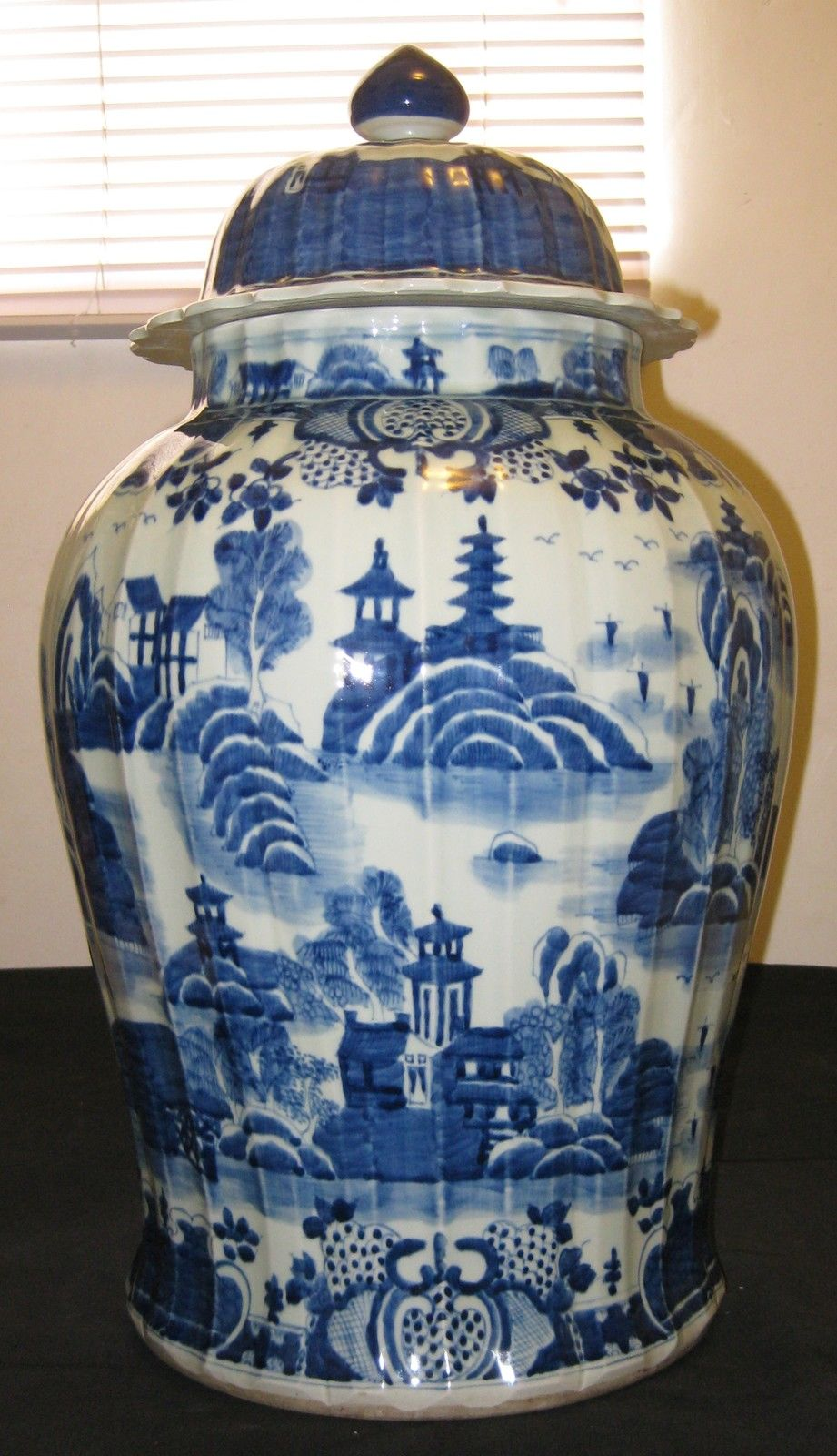 ANTIQUE BIG CHINESE PORCELAIN BLUE&WHITE VASE WITH LID-QING DYNASTY,19TH CENTURY