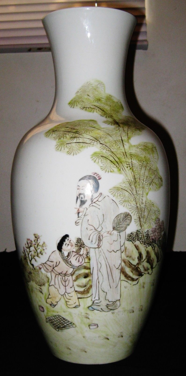 CHINESE YU,WENXIANG ARTIST WORK ON PORCELAIN FAMILLE ROSE VASE,CIRCA 1910-1993.