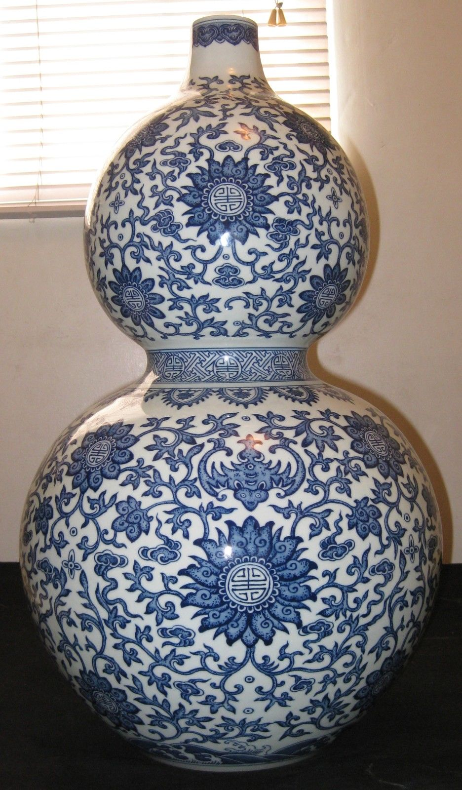 CHINESE PORCELAIN BLUE &WHITE BIG GOURD VASE, QIANLONG MARK, 19TH CENTURY,NR.