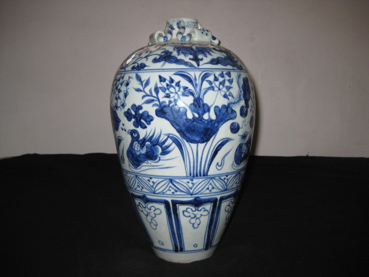 ANTIQUE CHINESE BLUE & WHITE PORCELAIN VASES, 19TH CENTURY, NR.