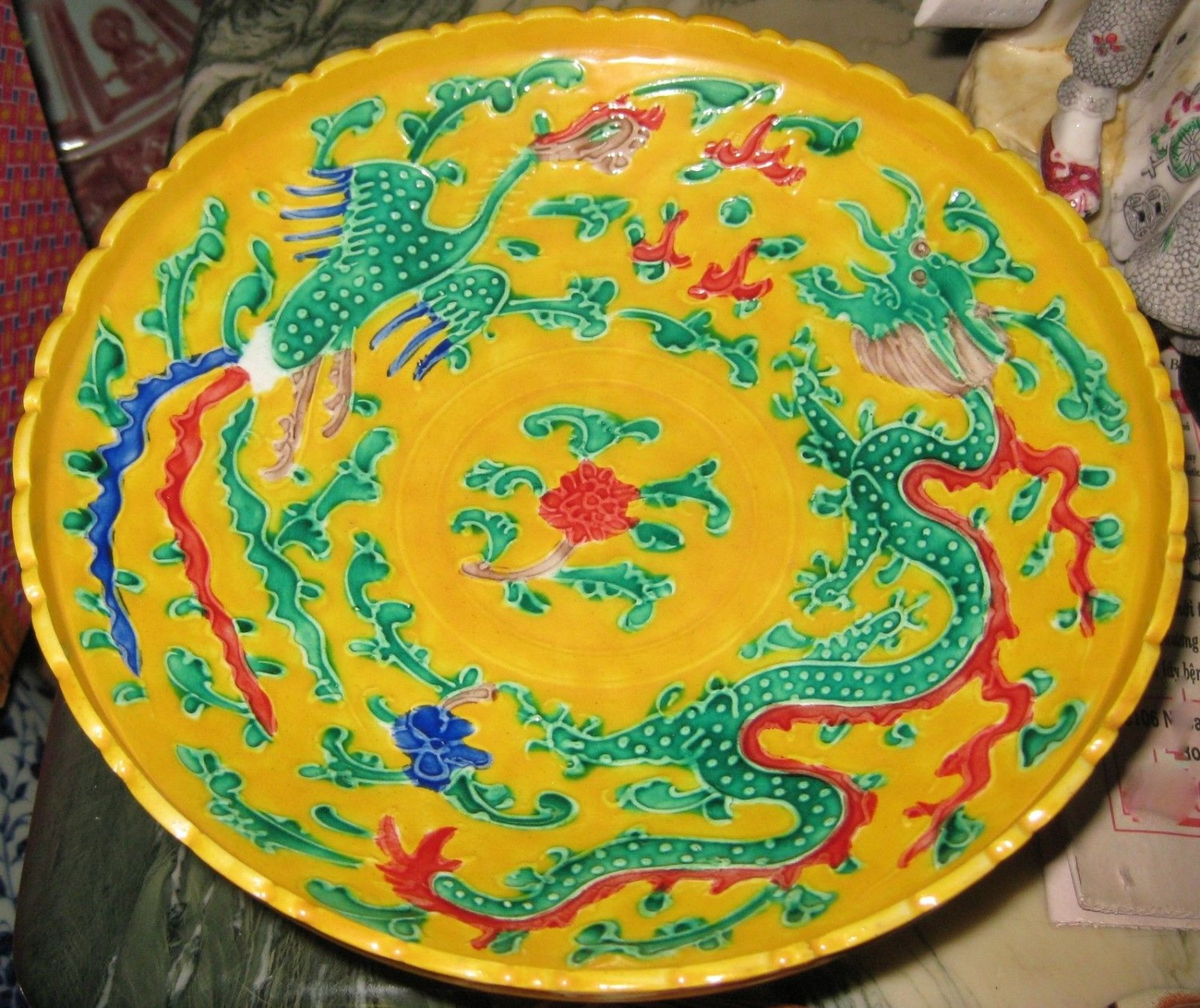 ANTIQUE CHINESE PORCELAIN DRAGON & PHOENIX PEDESTAL DISH, MING MARK,18TH CENTURY.