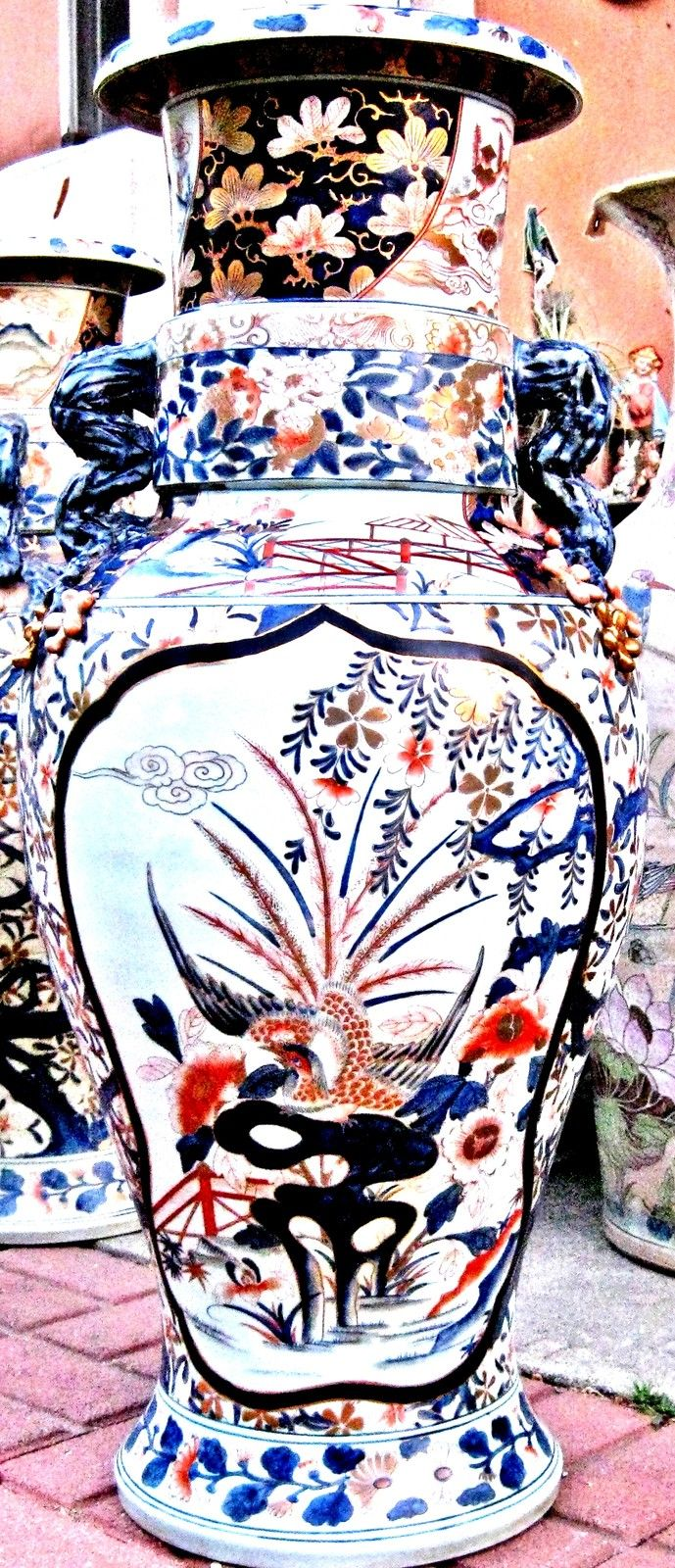 Antique Huge Chinese Imari Porcelain Vase Hand Painted, Gold Gilt, 19th Century.