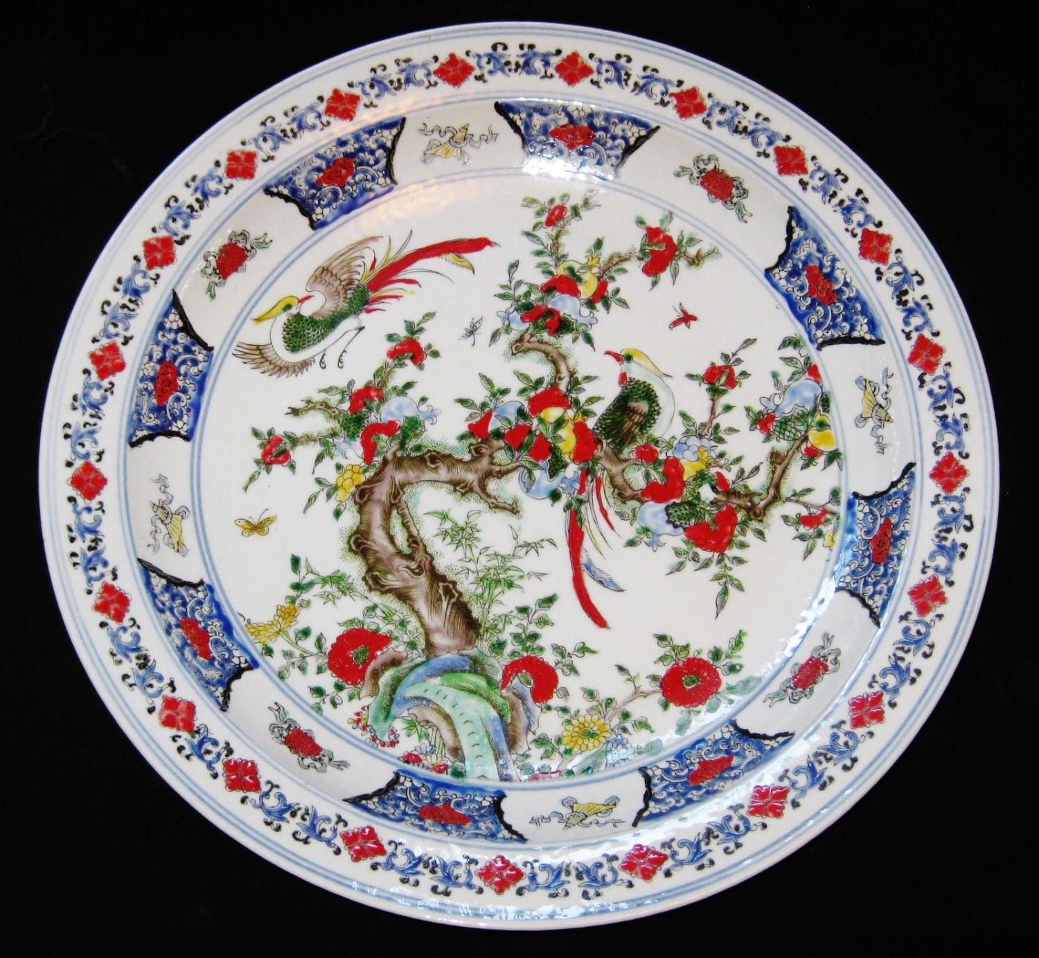 ANTIQUE BIG CHINESE PORCELAIN CHARGER 45 cm, BIRDS & FLOWER, KANG XI MARK.