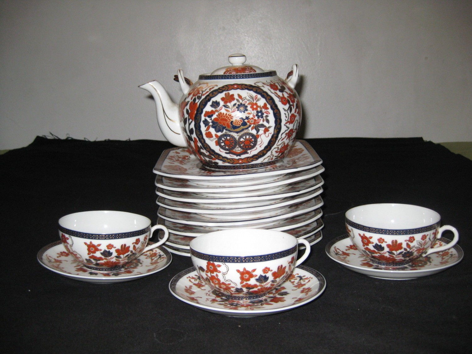 ANTIQUE RARE TRIPLE B JAPANESE PORCELAIN TEA POT AND PLATE SET.