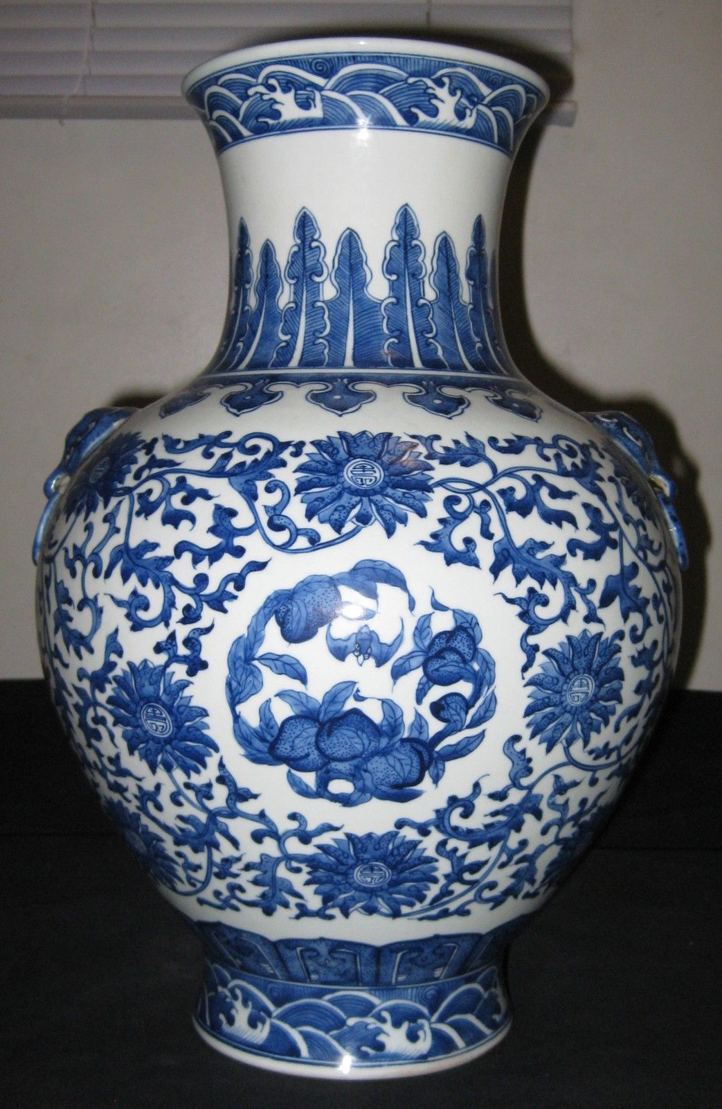 ANTIQUE CHINESE PORCELAIN BLUE & WHITE VASE QIANLONG MARK, NR.