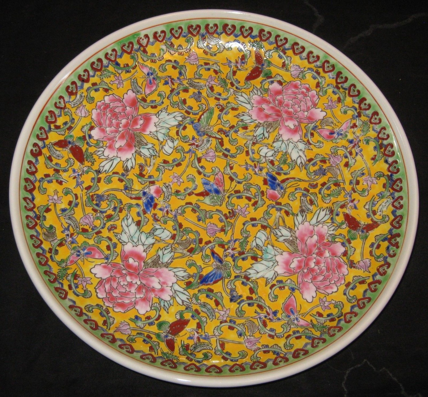 ANTIQUE CHINESE FAMILLE ROSE PORCELAIN CHARGER PLATE,19TH C., QIANLONG MARK.