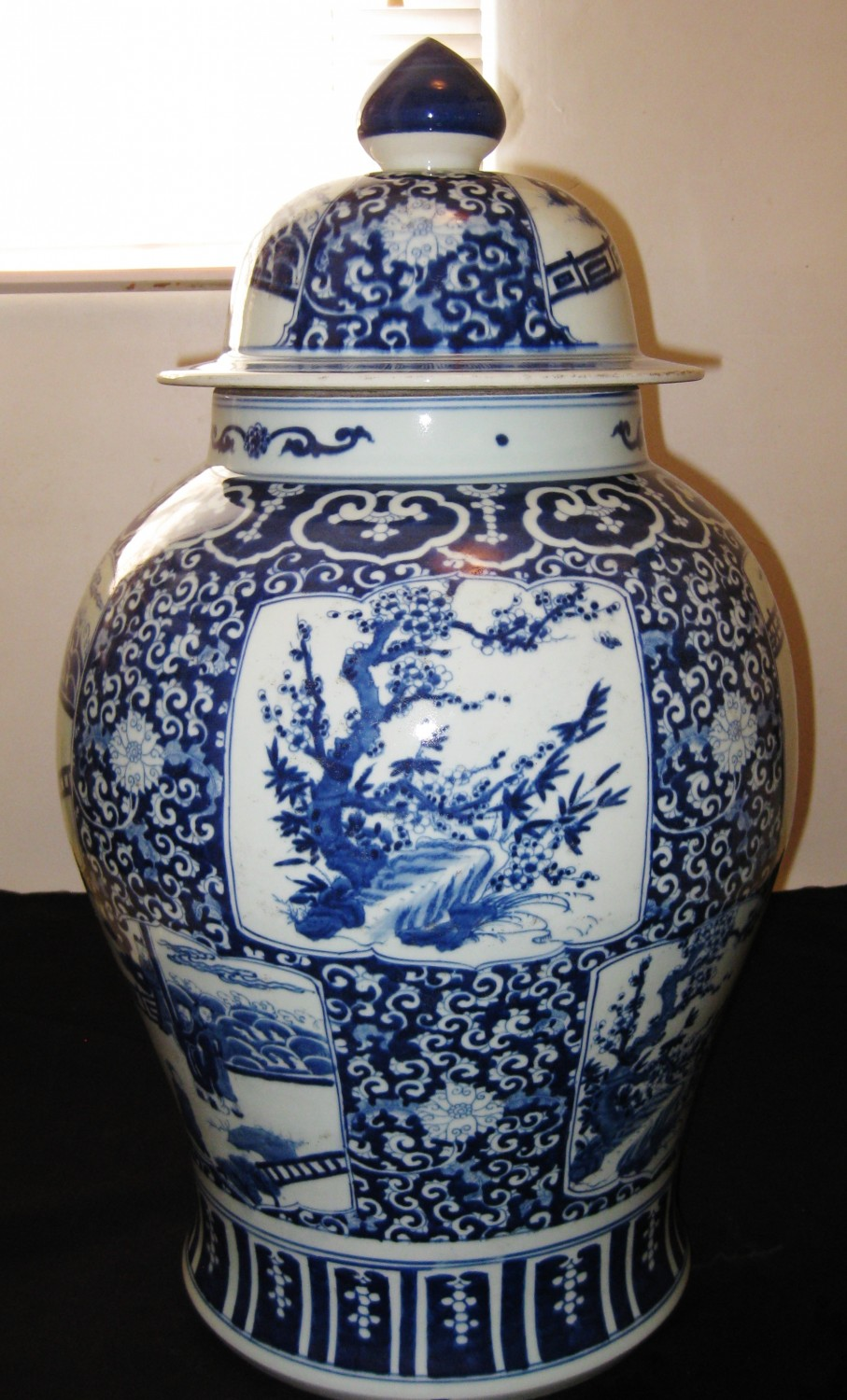 ANTIQUE BIG CHINESE PORCELAIN BLUE&WHITE VASE WITH LID-MING DYNASTY,18TH CENTURY.
