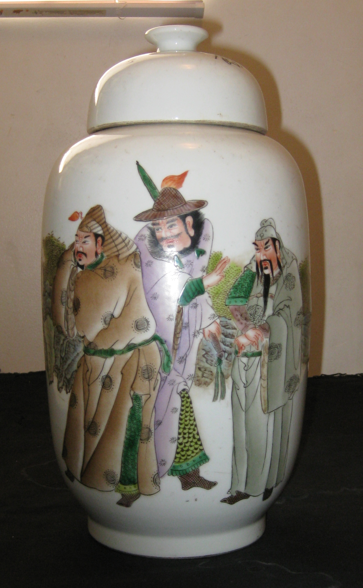 CHINESE REPUBLIC PERIOD, ARTIST WANG DAFAN WORK ON PORCELAIN VASE, CIRCA 1931.