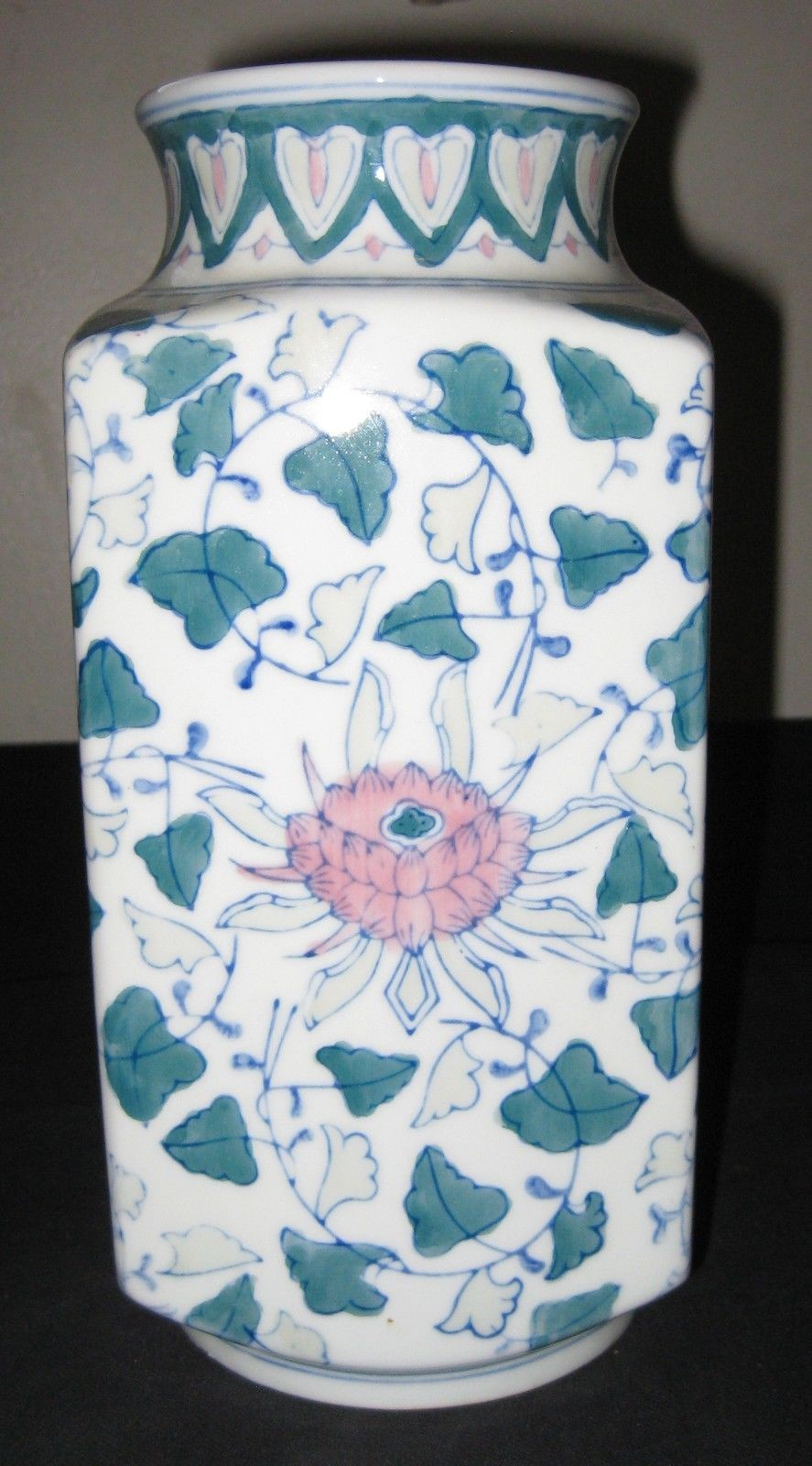 Vintage Chinese Export Famille Rose Flowers Porcelain Vase.