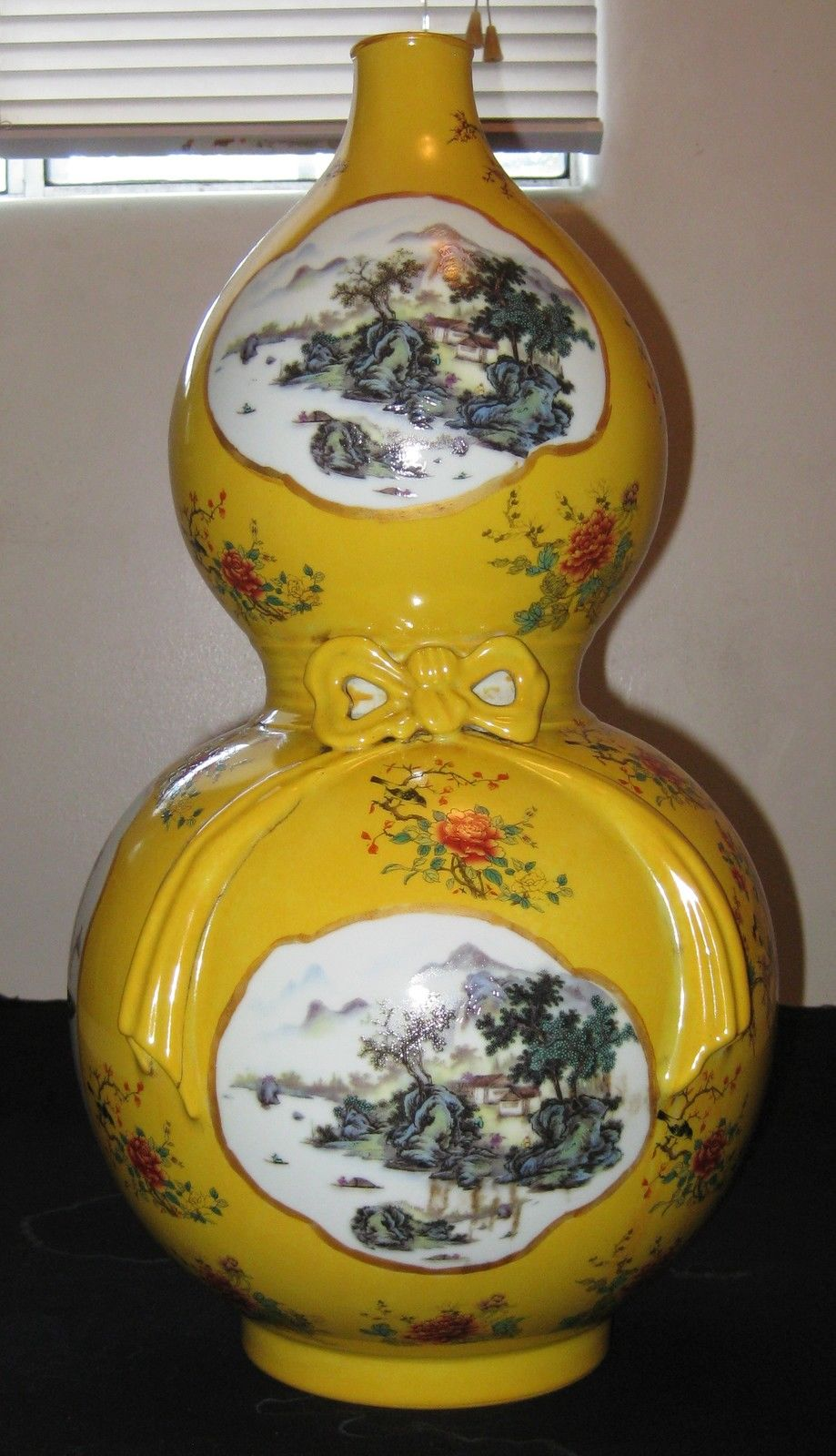 ANTIQUE CHINESE PORCELAIN FAMILLE ROSE & BIRDS FLOWER GOURD VASE, 19TH C.