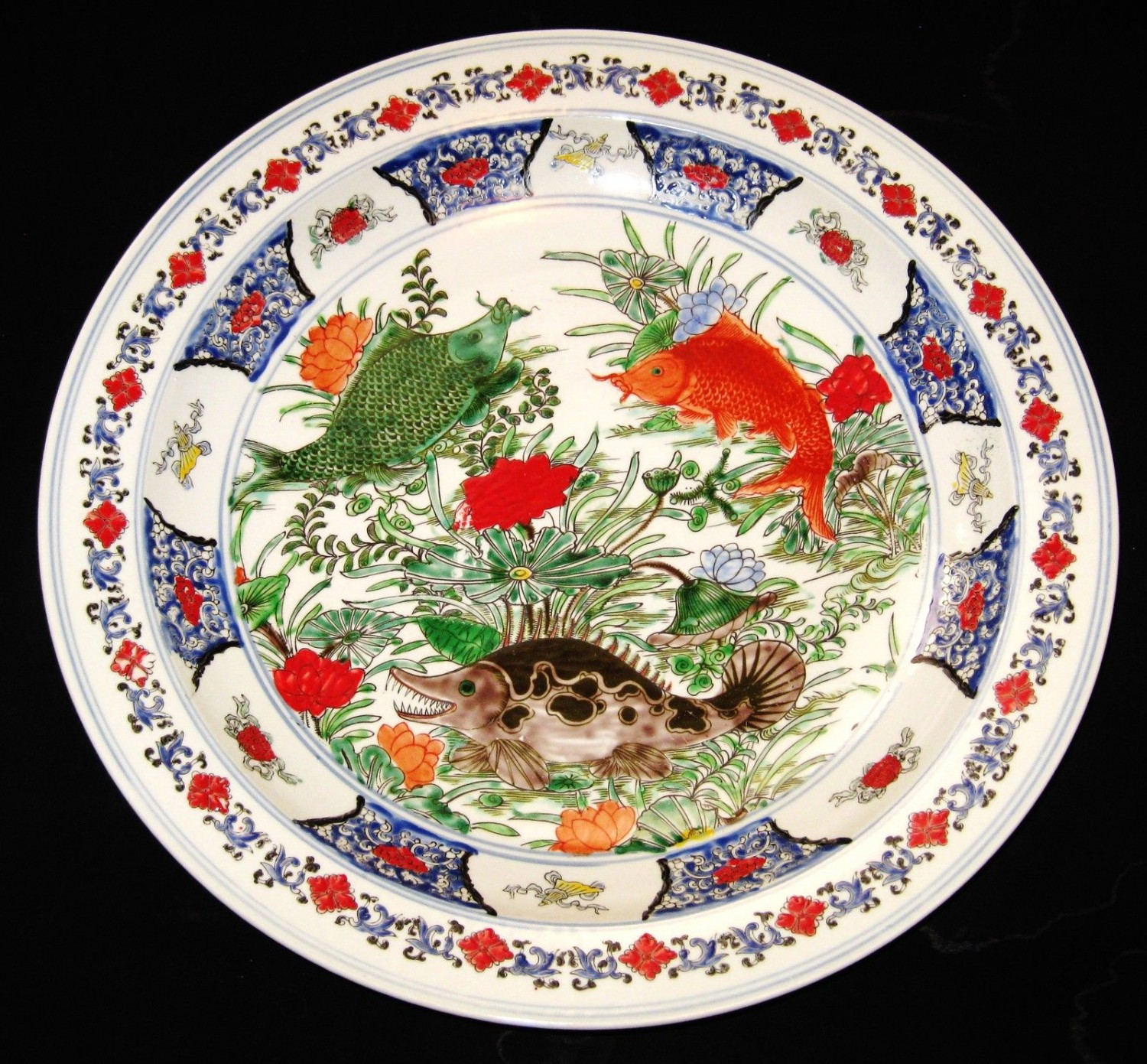 ANTIQUE CHINESE PORCELAIN CHARGER FISHES 45 CM, HAND PAINTED GUANGXU MARK